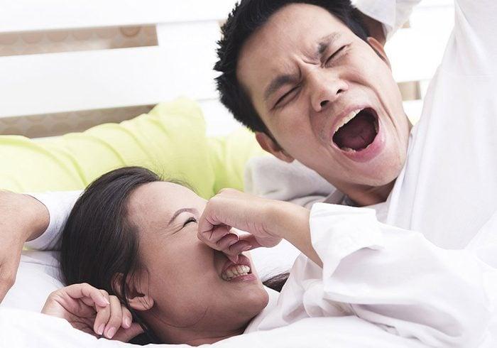 La mauvaise haleine peut être due à une trop grande consommation de protéines.
