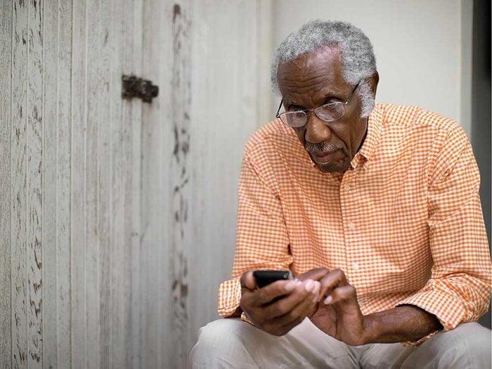Restez en contact pour vivre jusqu'à 100 ans.