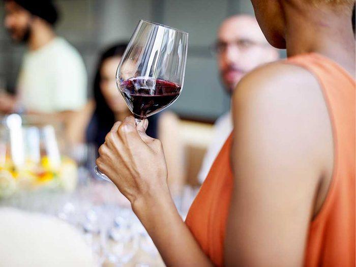 Buvez un verre, avec modération, pour vivre jusqu'à 100 ans.
