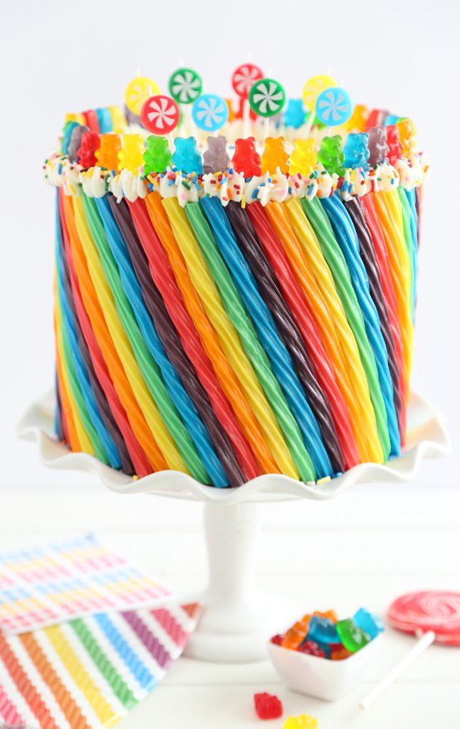 Le gâteau arc-en-ciel est vraiment hallucinant.