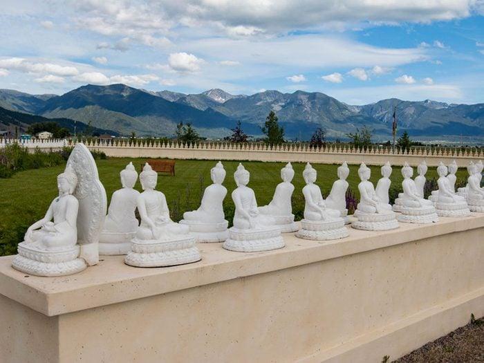La ville d'Arlee, Montana: le jardin aux mille Bouddhas.
