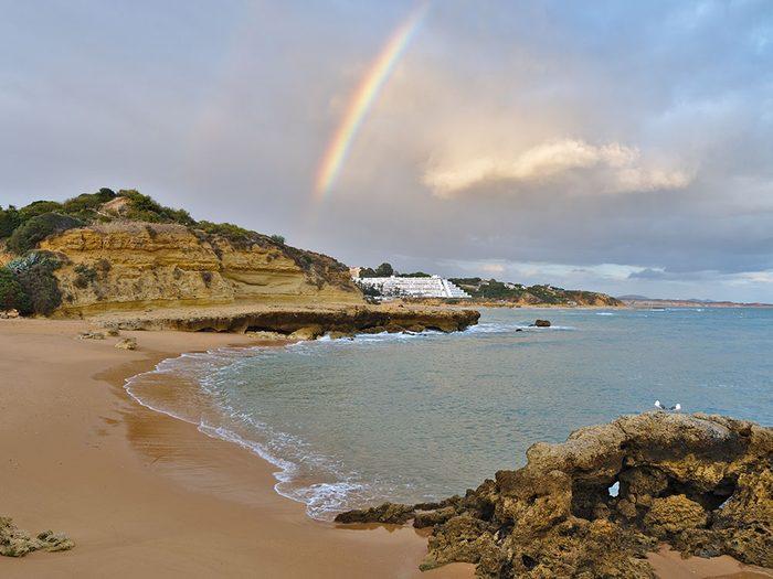 Praia dos Aveiros au Portugal est une des plus belles plages du monde.