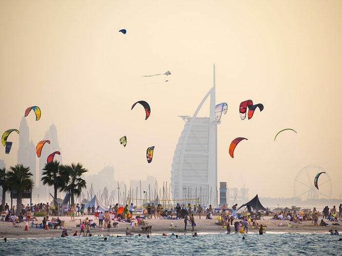 Kite Beach à Dubaï est une des plus belles plages du monde.