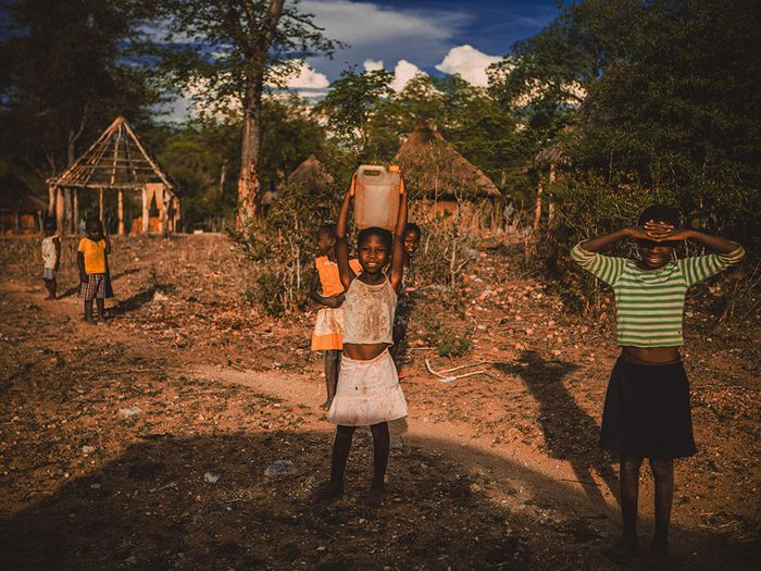 Ovni : l'histoire des enfants du Zimbabwe et la fin du monde.
