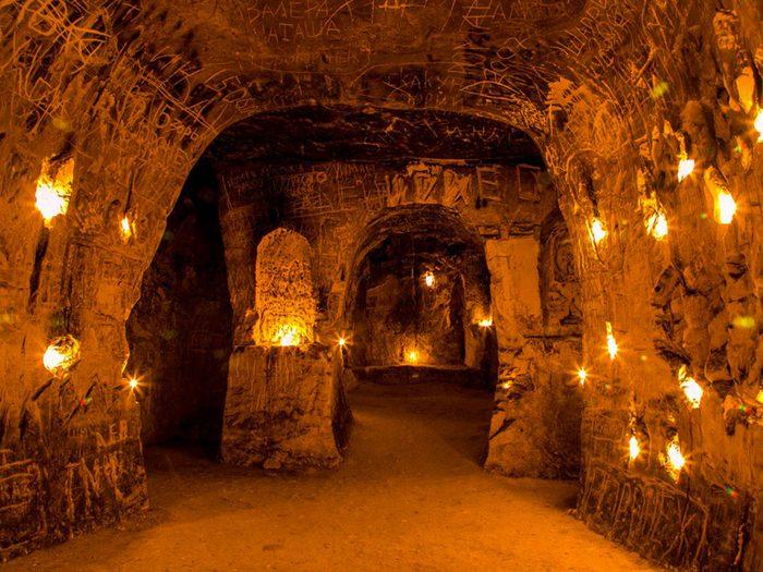 Les grottes du monastère de Kalacheevskaya en Russie est l'un des lieux abandonnés dans le monde.