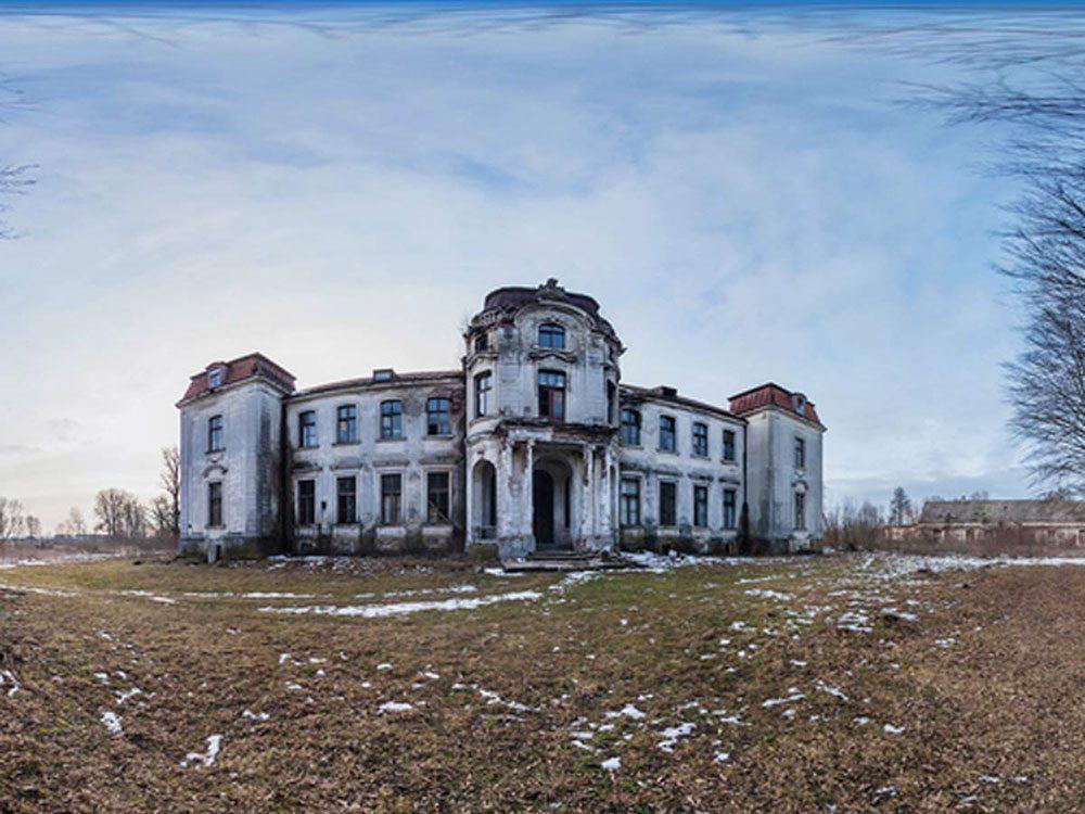 Ce grand manoir abandonné en Biélorussie aurait bien besoin d'être restaurée.