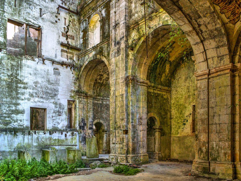 Le monastère de Santa Maria de Seiça au Portugal est l'un des lieux abandonnés dans le monde.