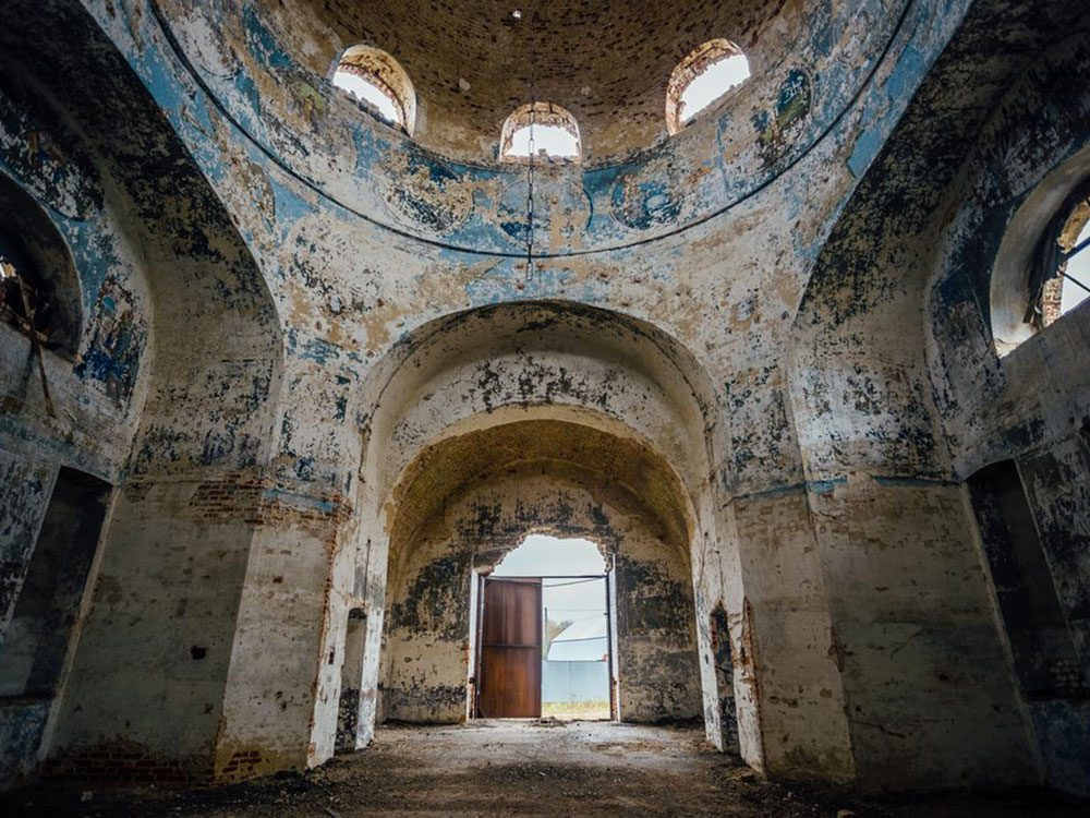 L'église de l'Intercession-de-la-Vierge en Russie est l'un des lieux abandonnés dans le monde.