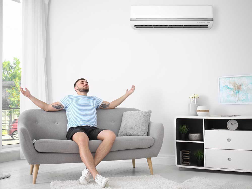 Acheter un climatiseur et programmez-le pour qu'il se mette en route avant votre arrivée, cela réduit votre consommation d'électricité.