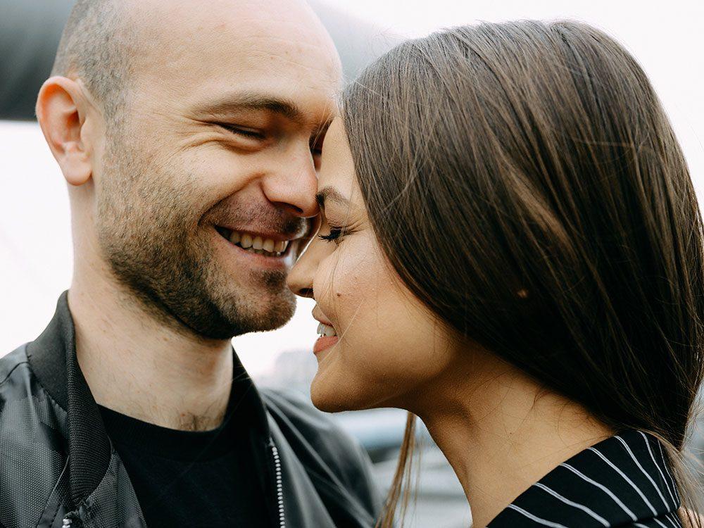 Bienfaits du baiser : renforcement du système immunitaire.