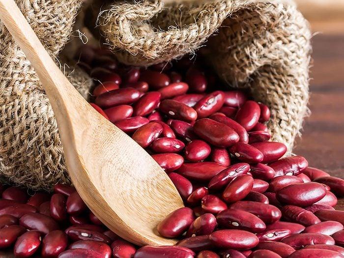 Substituts d'ingrédients : Des haricots, du gruau et des légumes pour remplacer la viande rouge.