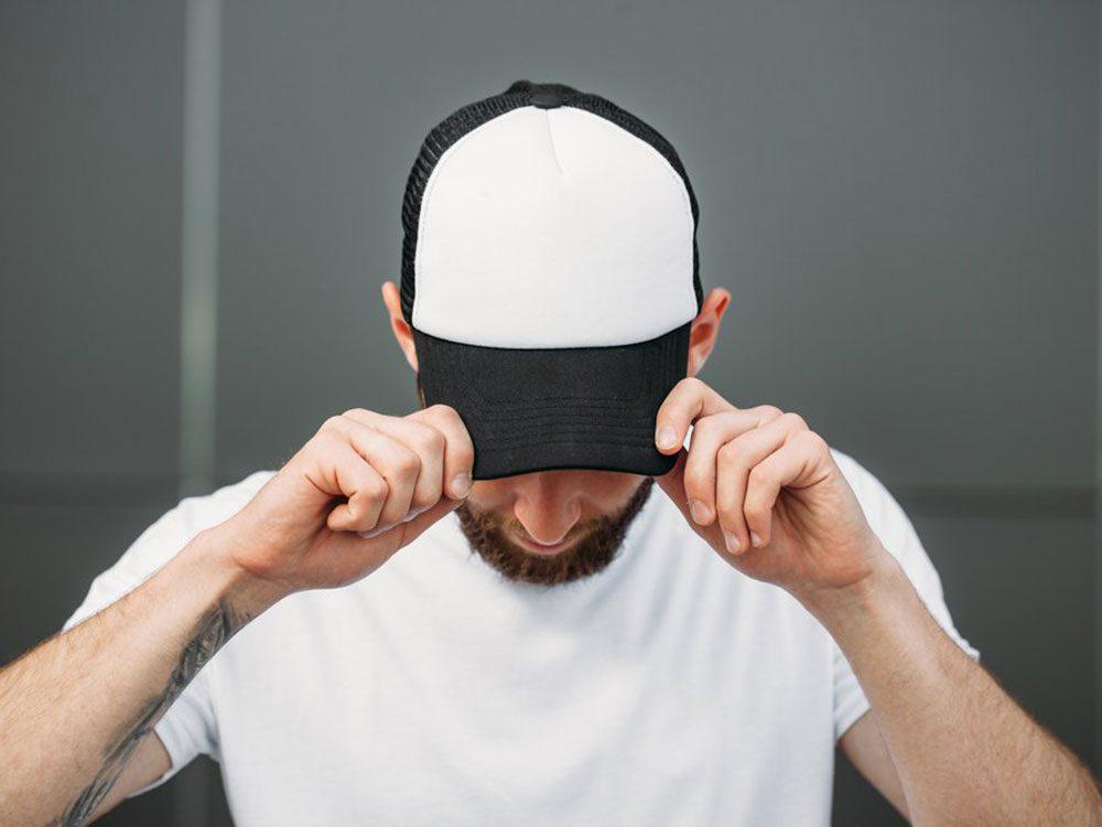 Cancer de la peau: une casquette de baseball ne protège pas comme un chapeau.
