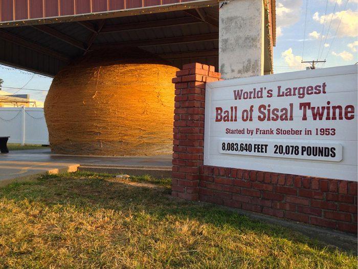 Dans le ville américaine de Cawker City, Kansas: la plus grande pelote de ficelle au monde.