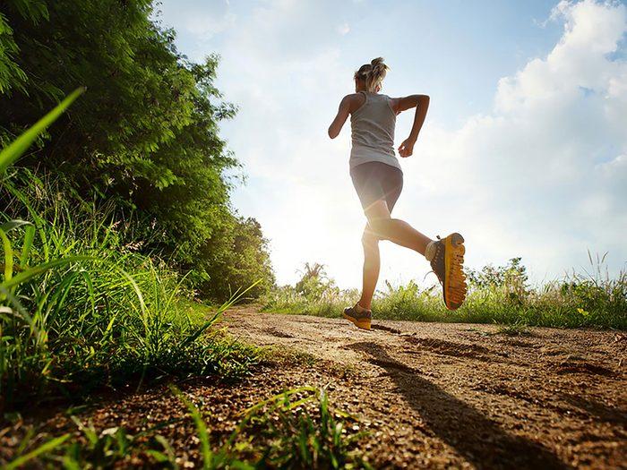 Vous risquez un coup de chaleur si vous vous entraînez durant les heures chaudes de la journée.