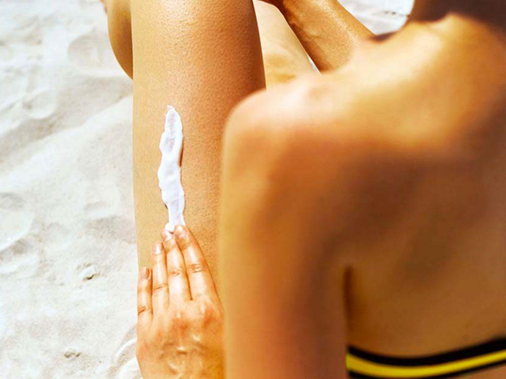 De l'écran solaire, de l'écran solaire et encore de l'écran solaire pour lutter contre le cancer de la peau.