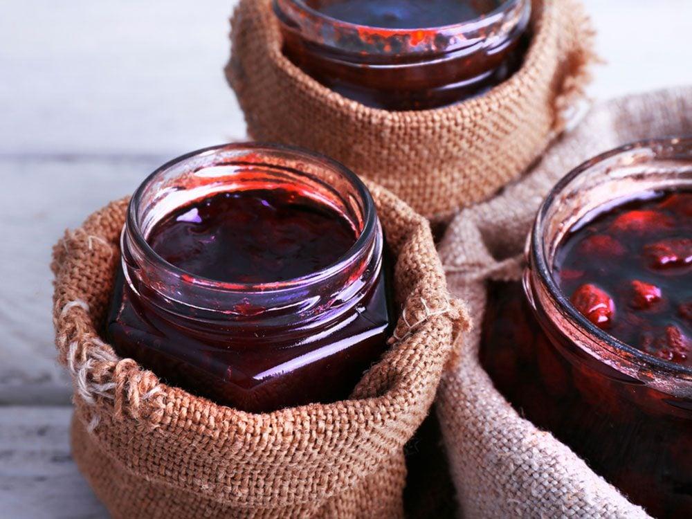 Substituts d'ingrédients : pour des croûtes à tarte santé préférez de la tartinade 100% fruits à la place du beurre.
