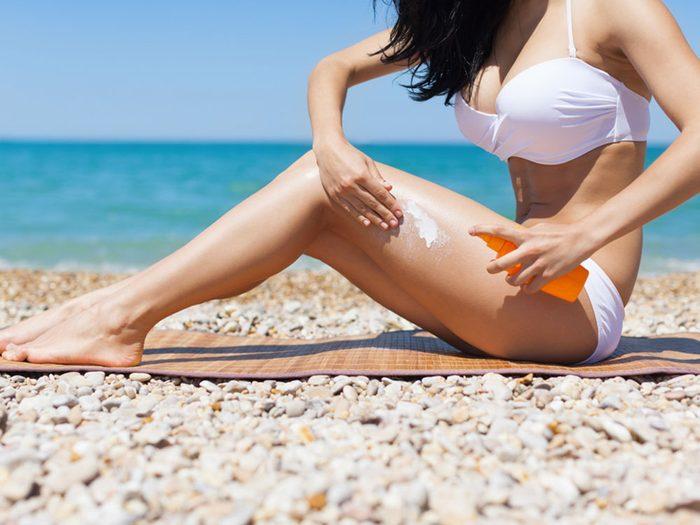 Ne vous limitez pas aux écrans solaires de base pour éviter le cancer de la peau.