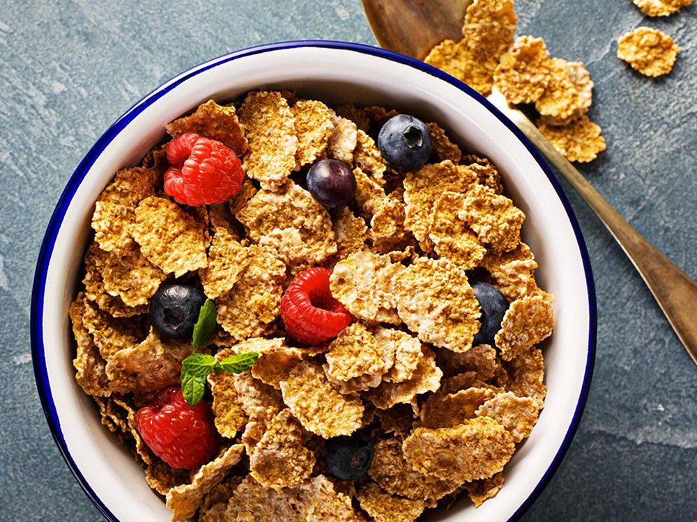 Substituts d'ingrédients : pour des fonds de tarte santé optez pour des céréales croquantes riches en fibres à la place des biscuits Graham émiettés.