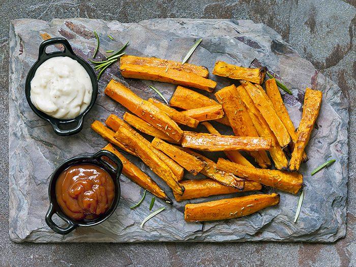 Substituts d'ingrédients : pour des frites santé optez pour les patates douces.
