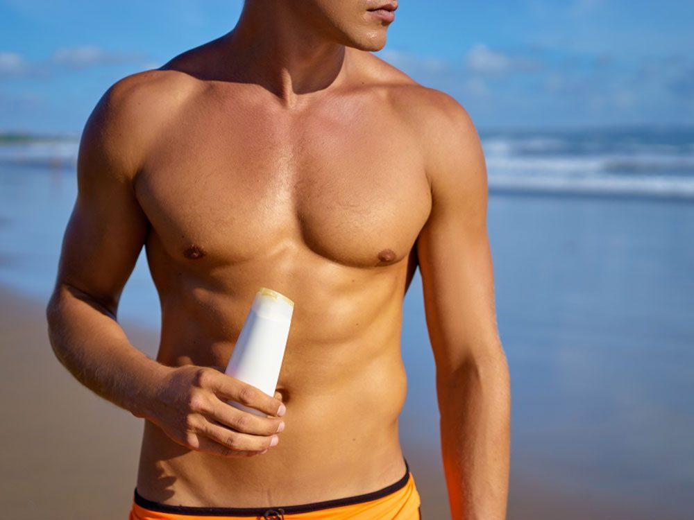 Cancer de la peau: tous les écrans solaires doivent être associés à d'autres protections.