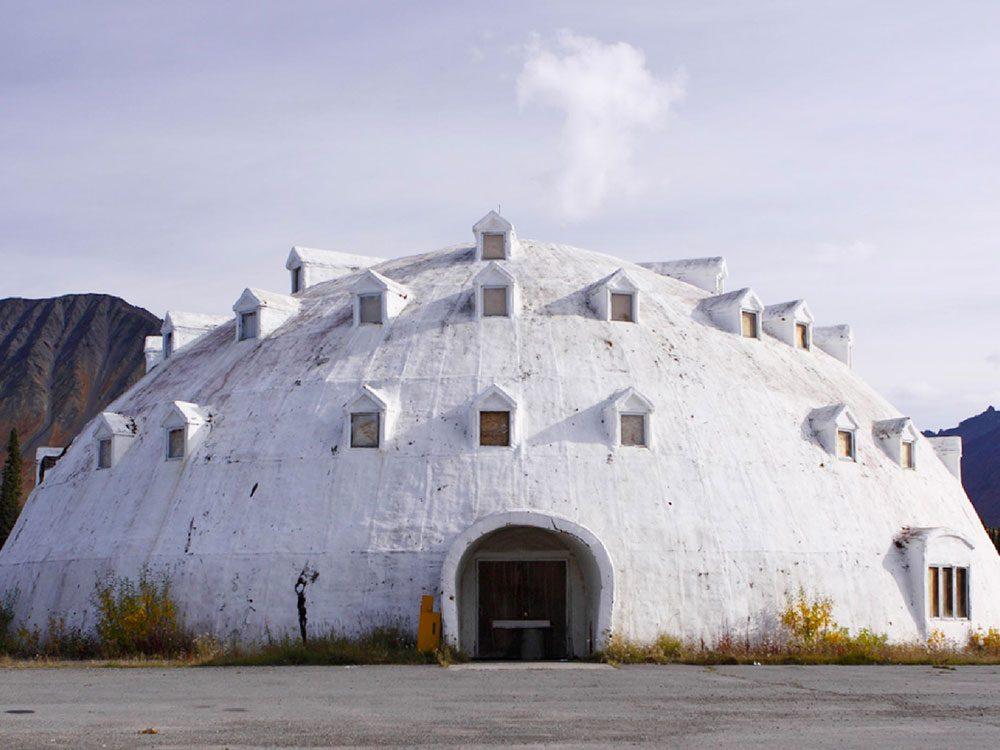 Igloo City, Alaska: une ville américaine avec un hôtel de glace abandonné.