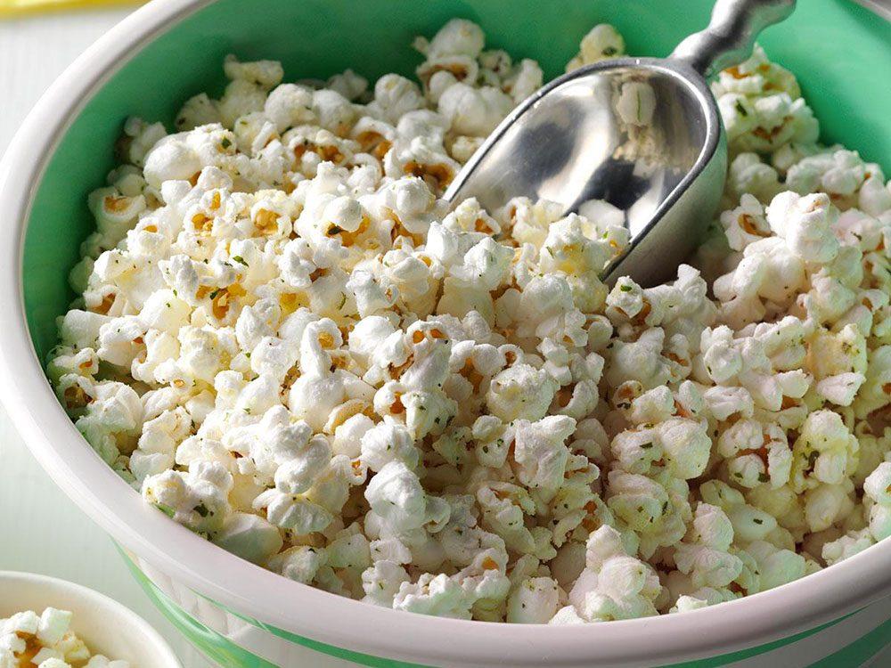 Le maïs soufflé peut améliorer votre transit intestinal.