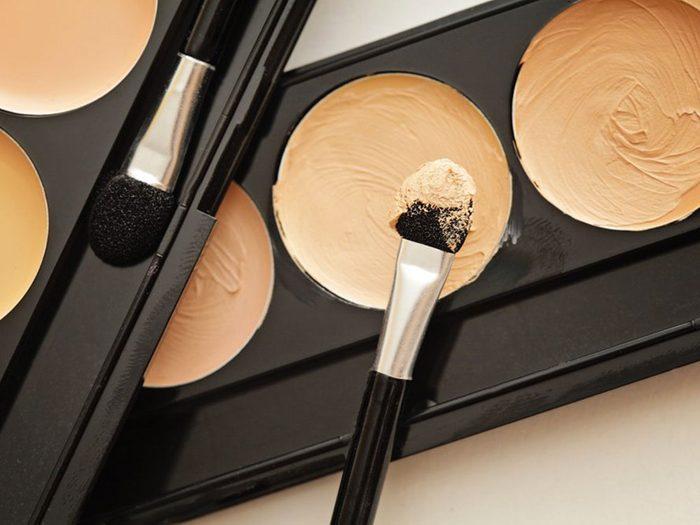 L'écran solaire sur du maquillage ne sert à rien contre le cancer de la peau.