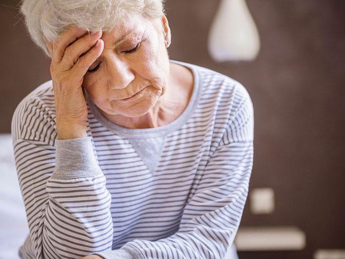 Des maux de tête persistants et des migraines peuvent être des symptômes d'une tumeur au cerveau.