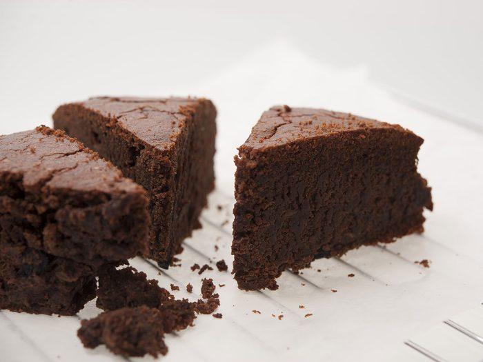 Le gâteau au chocolat fait de patate de l'Île-du-prince-Edouard est l'un des mets traditionnels Canadiens.
