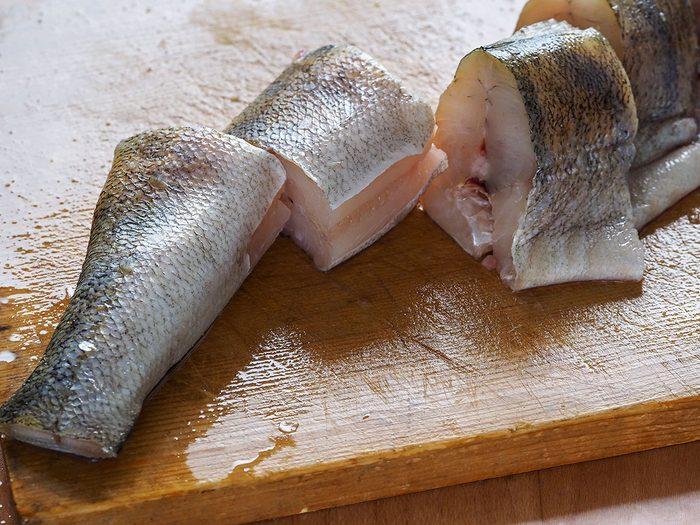 Le poisson cru inuit est l'un des mets traditionnels Canadiens.