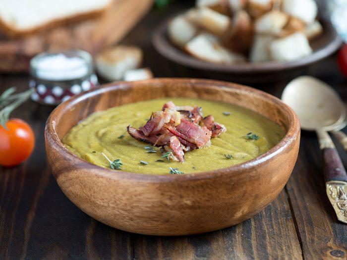 La soupe aux pois est l'un des mets traditionnels Canadiens.