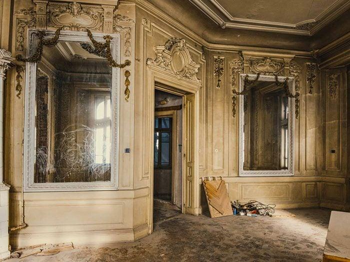Cette maison abandonnée mais au murs de grande valeur aurait bien besoin d'être restaurée.
