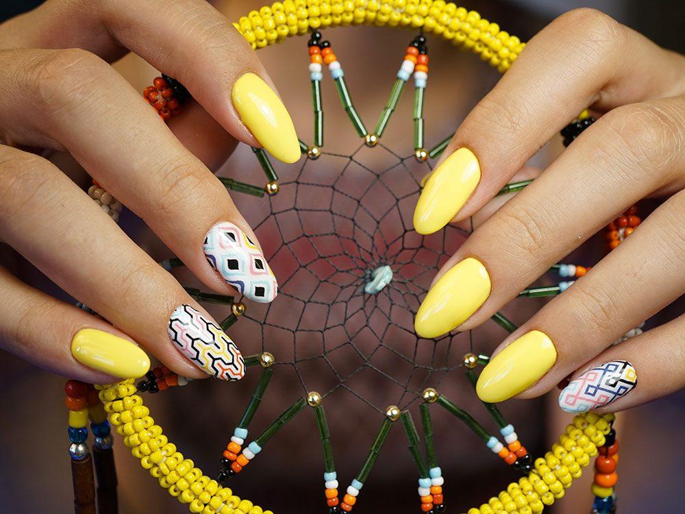 Pour vos ongles cet été essayez les formes géométriques!