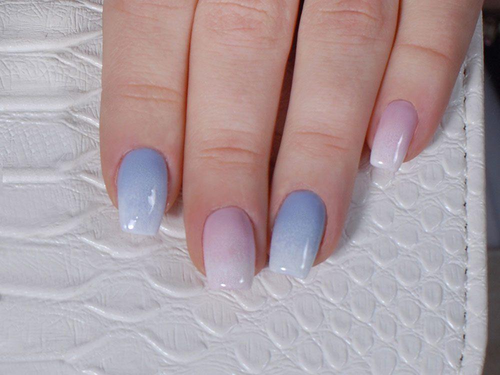Pour vos ongles cet été : Osez le gris en dégradé durant l'été même si vous l'associez plutôt à l'hiver.