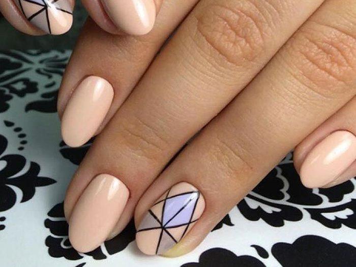 Testez l'aspect vitrail pour vos ongles!