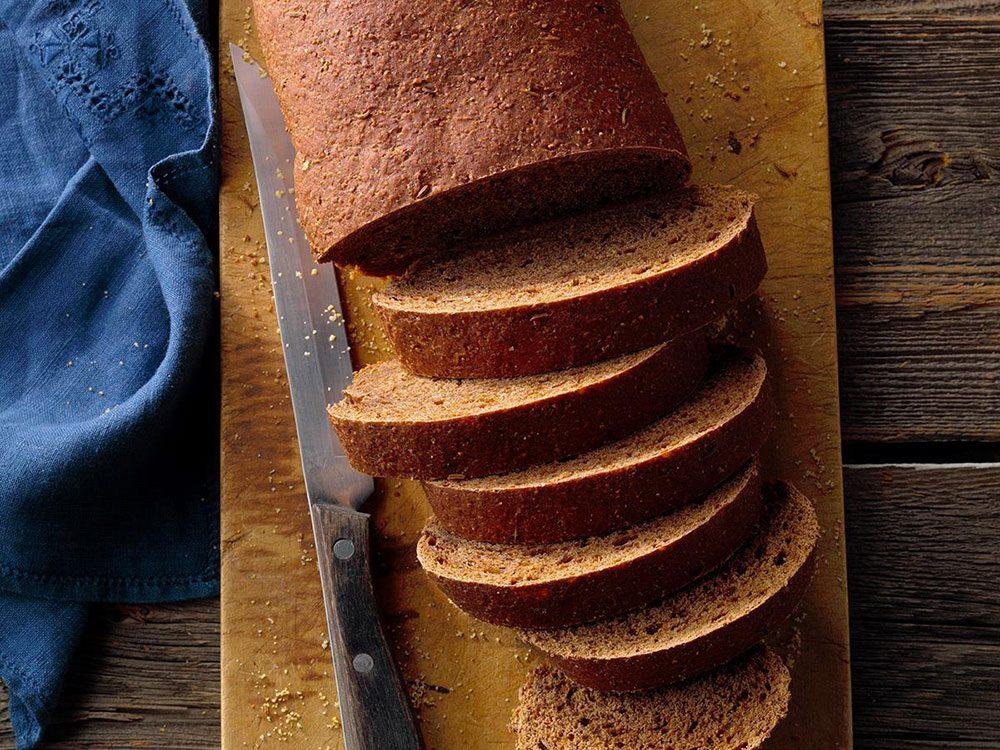 Manger du pain de seigle peut améliorer votre transit intestinal.