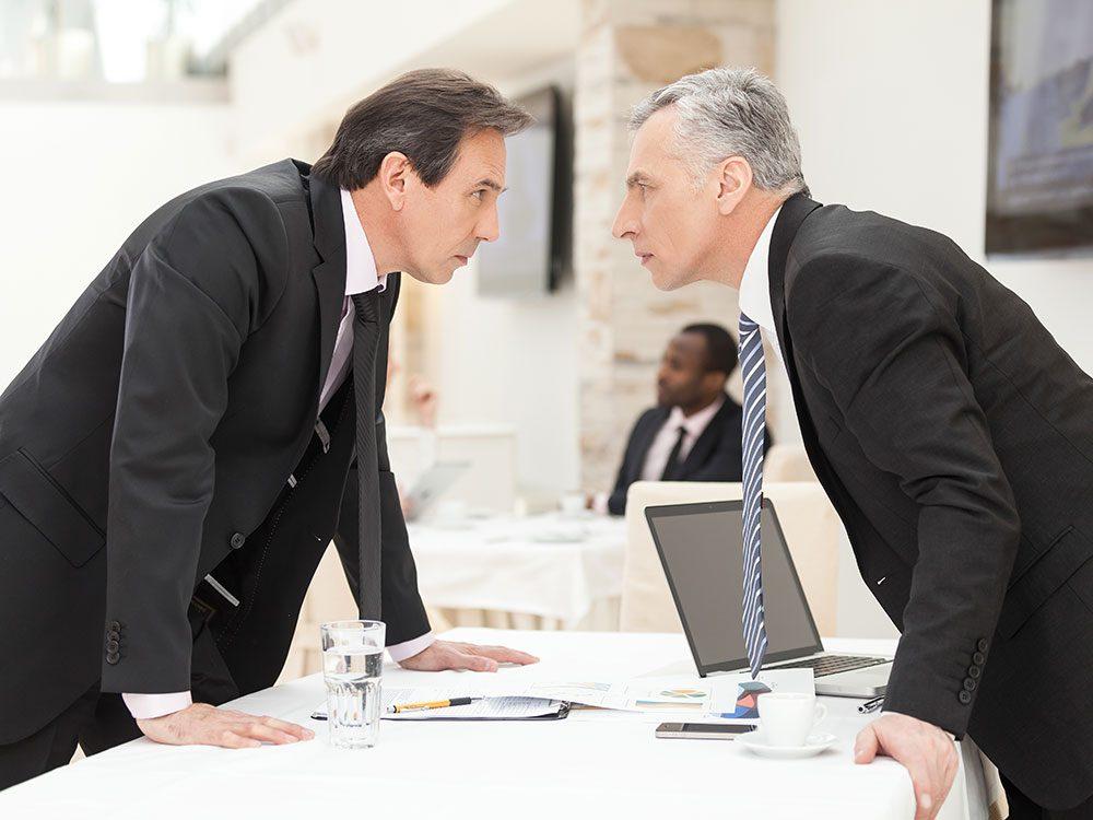 Ne prenez pas la fuite face à un conflit avec votre collègue, réagissez !