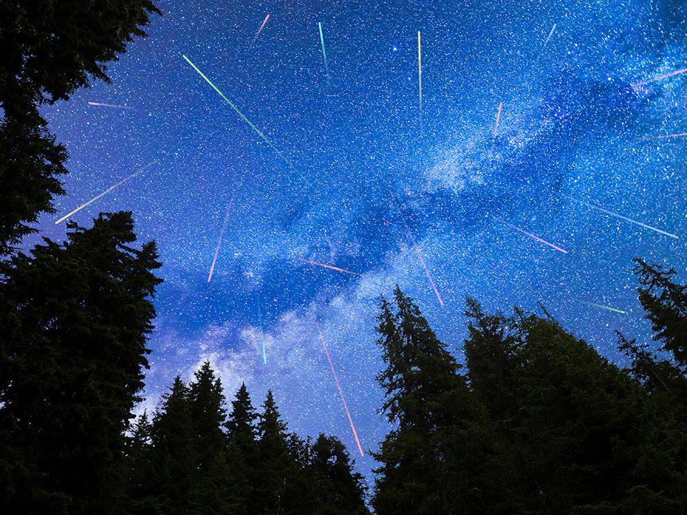 Est-ce que le risque qu'une météorite géante heurte la Terre est plus élevé au moment des Perséides?
