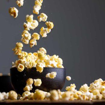 12 erreurs que tout le monde fait en cuisant du popcorn