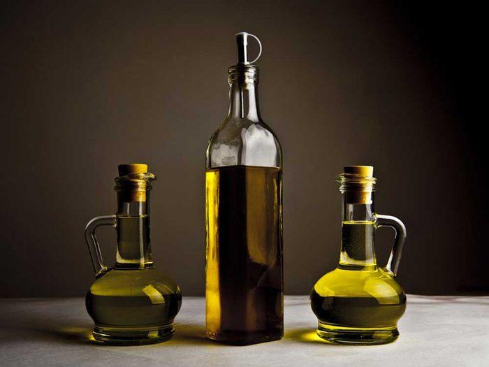 Ne pas choisir la bonne huile est une des erreurs que tout le monde fait en cuisant du popcorn.