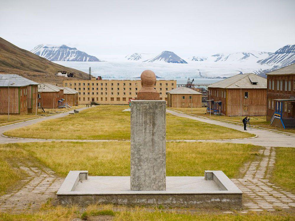 Parmi les lieux abandonnés dans le monde on retrouve la ville de Pyramiden en Norvège.