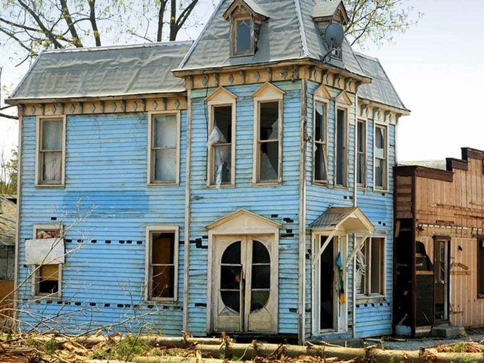 Cette maison abandonné au charme renaissance victorienne aurait bien besoin d'être restaurée.