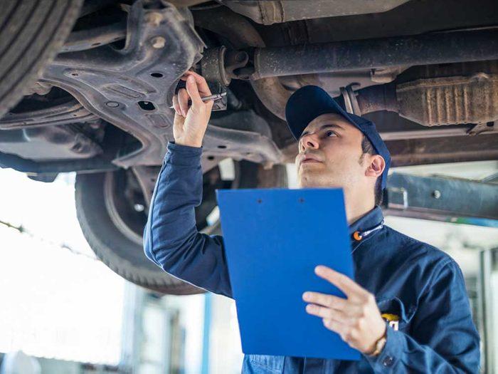Payer et avoir des réparations : les inconvénients d'acheter une voiture.