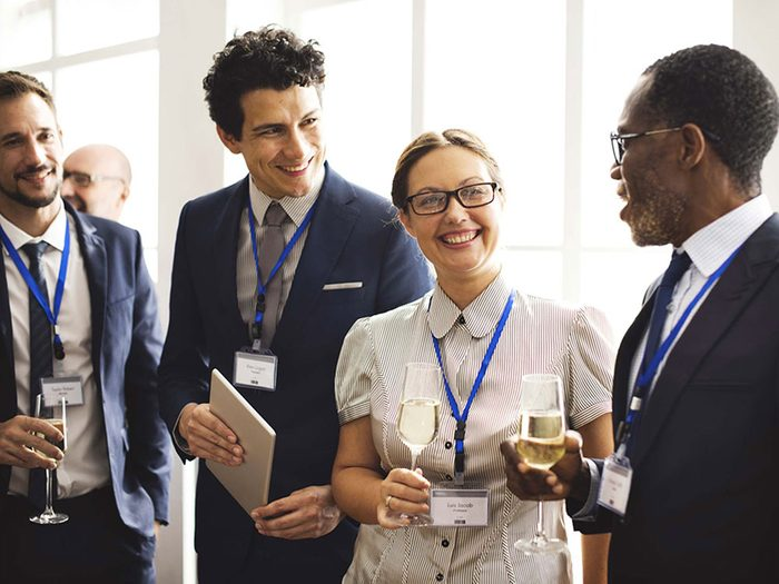 Courez les activités de réseautage professionnel pour vous faire des amis.
