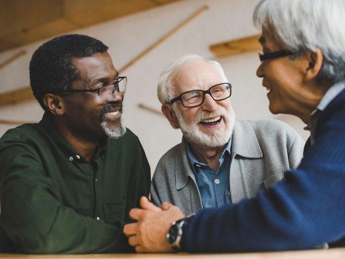 Demandez à vos amis de servir d'intermédiaires pour vous faire d'autres amis.
