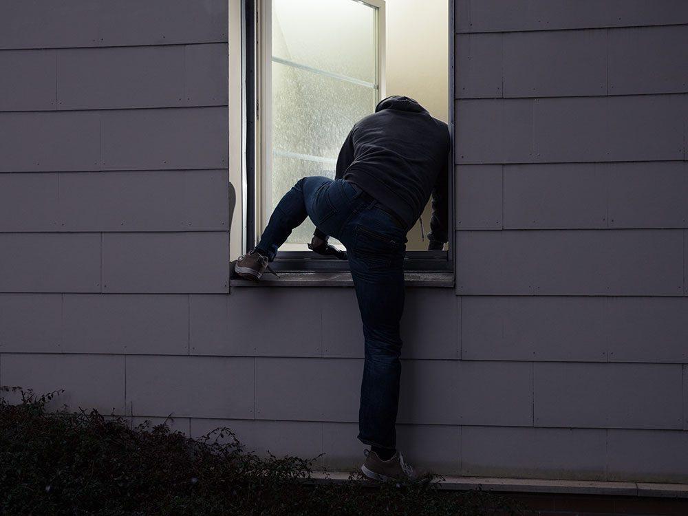 Signification des rêves : Un intrus s'introduit dans votre maison.