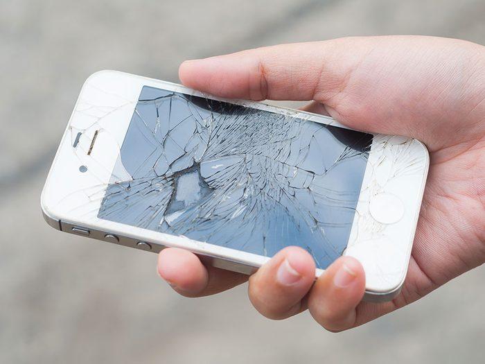 Signification des rêves : Vous avez cassé votre téléphone, votre télé ou votre ordinateur.
