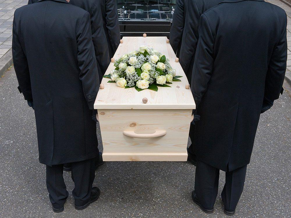 Signification des rêves : Vous rencontrez quelqu'un qui est mort dans la vraie vie.