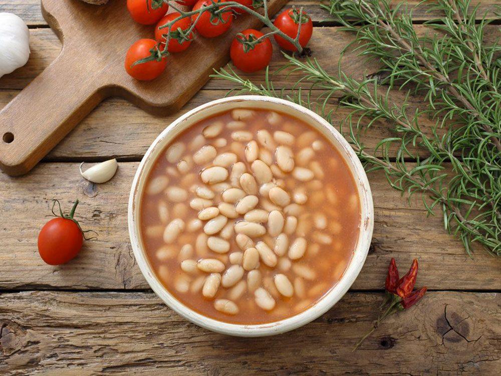 Substituts d'ingrédients : des haricots ou des noix en purée à la place de la crème pour vos soupes santé.