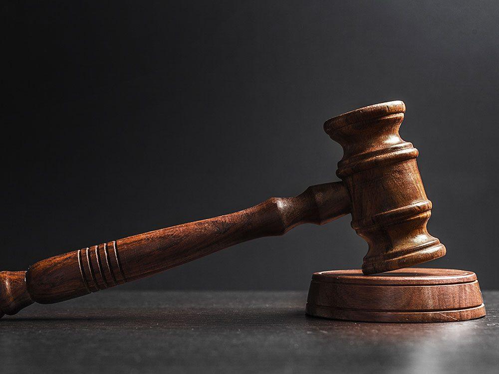 Survivre à la pression d'être devant un jury